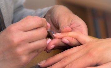 Лак за нокти в естествен цвят
