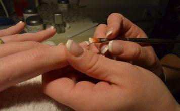 избелване на ноктите