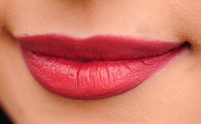 Грижи за устните