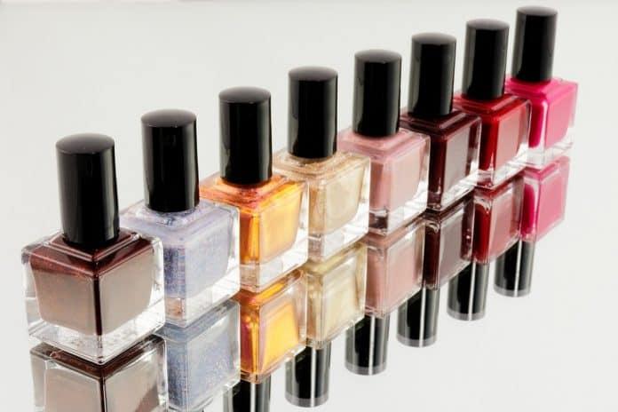 Лакове за нокти в различен цвят