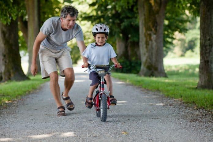 Как да научим детето да кара колело - Ladybook.bg