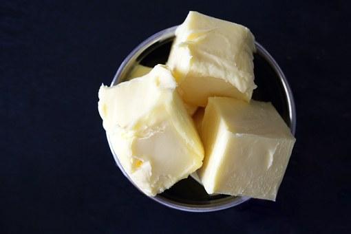 Приготвяне на домашно масло с пасатор