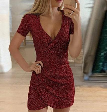 Къса червена рокля